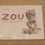 初めてのお泊り!<br>【英語絵本】ZOU and the Box of Kisses