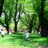 【公園で遊ぶ時の英語フレーズ集】<br>「順番に並ぼうね」ってなんて言う?